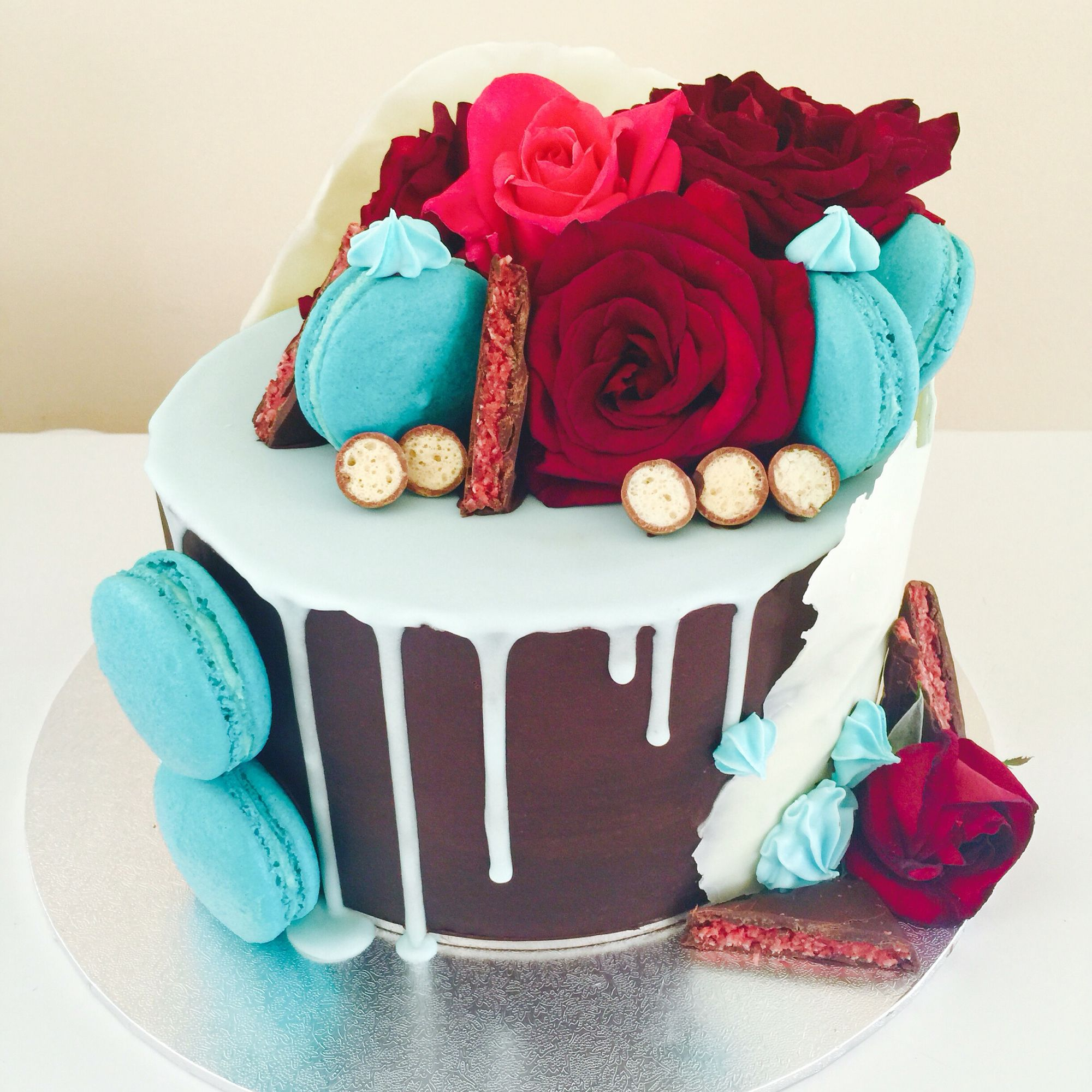 Chocolate Mud Drip Cake With Fresh Flower Cake Topper