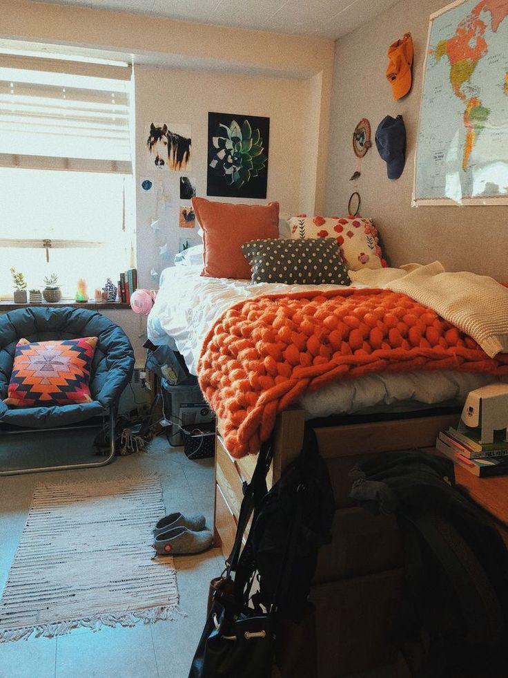 College dorm room setups! | Dorm room inspiration, College ...
