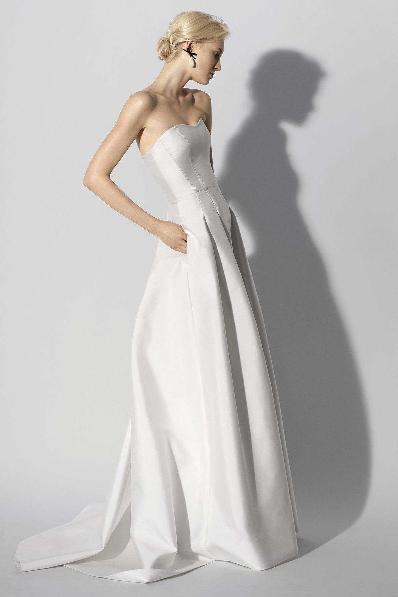 Colección novias Primavera 2018 de Carolina Herrera. Vestido strapless tipo  corset 0b2fd5fc9342