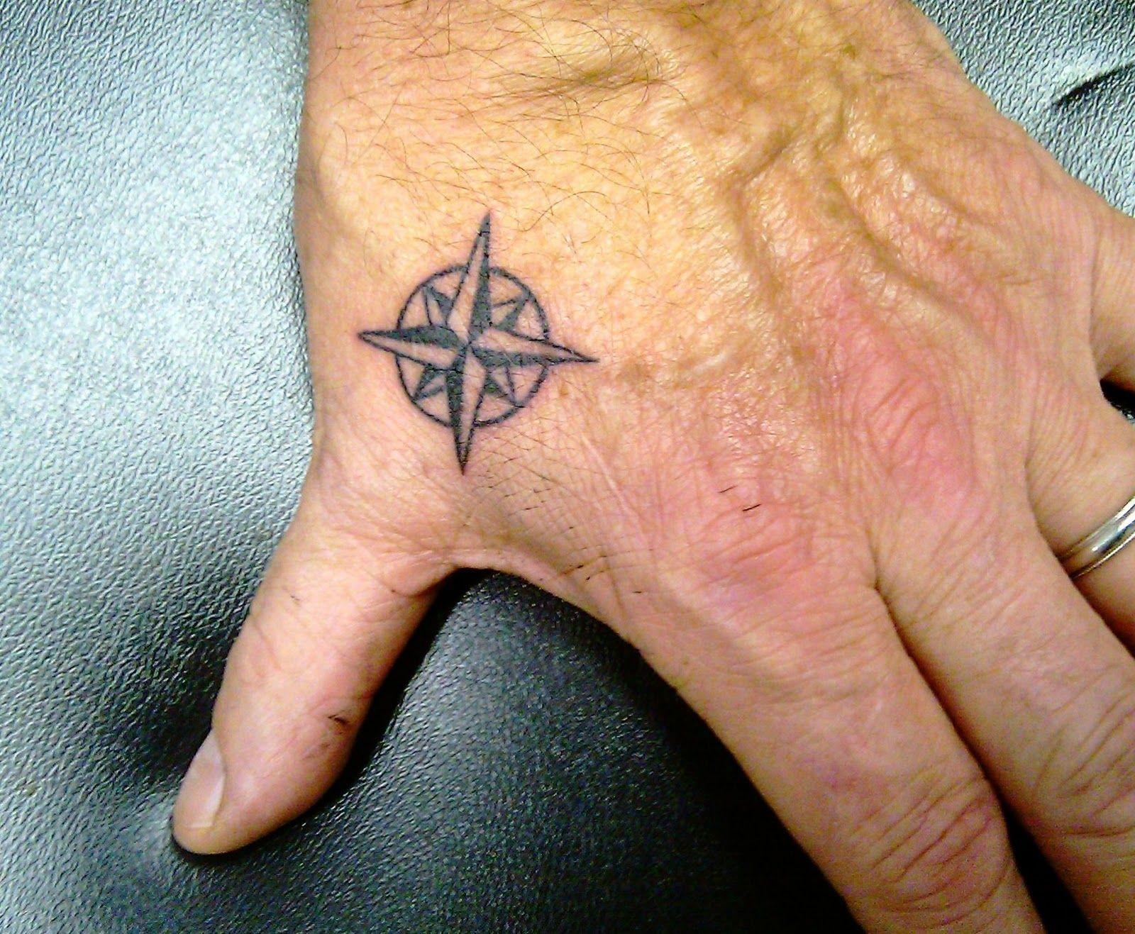 Compass Rose Tattoo Google Images Tatoveringer Finger