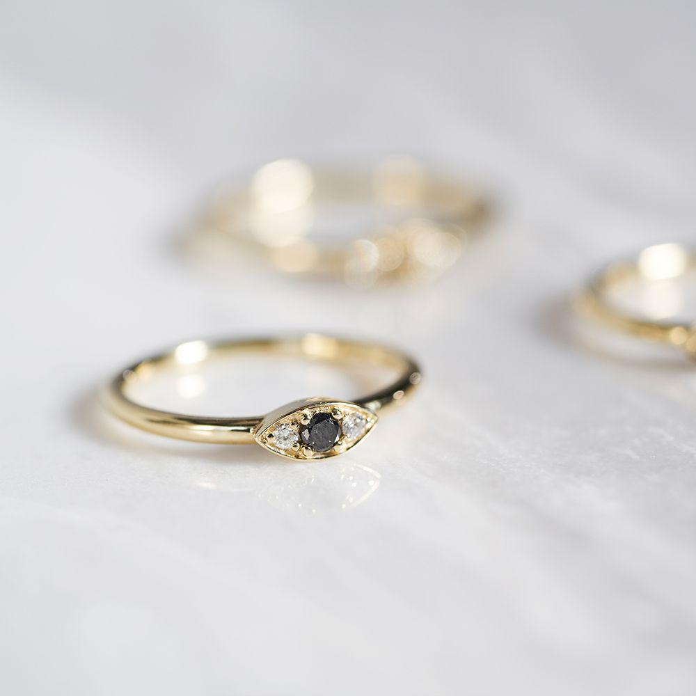 Dear Rae | Fancy Pants Diamond Ring Collection | Black Diamond Vue Ring  #DearRae #DearRaeJewellery #DiamondRings #ColourDiamonds #BlackDiamond
