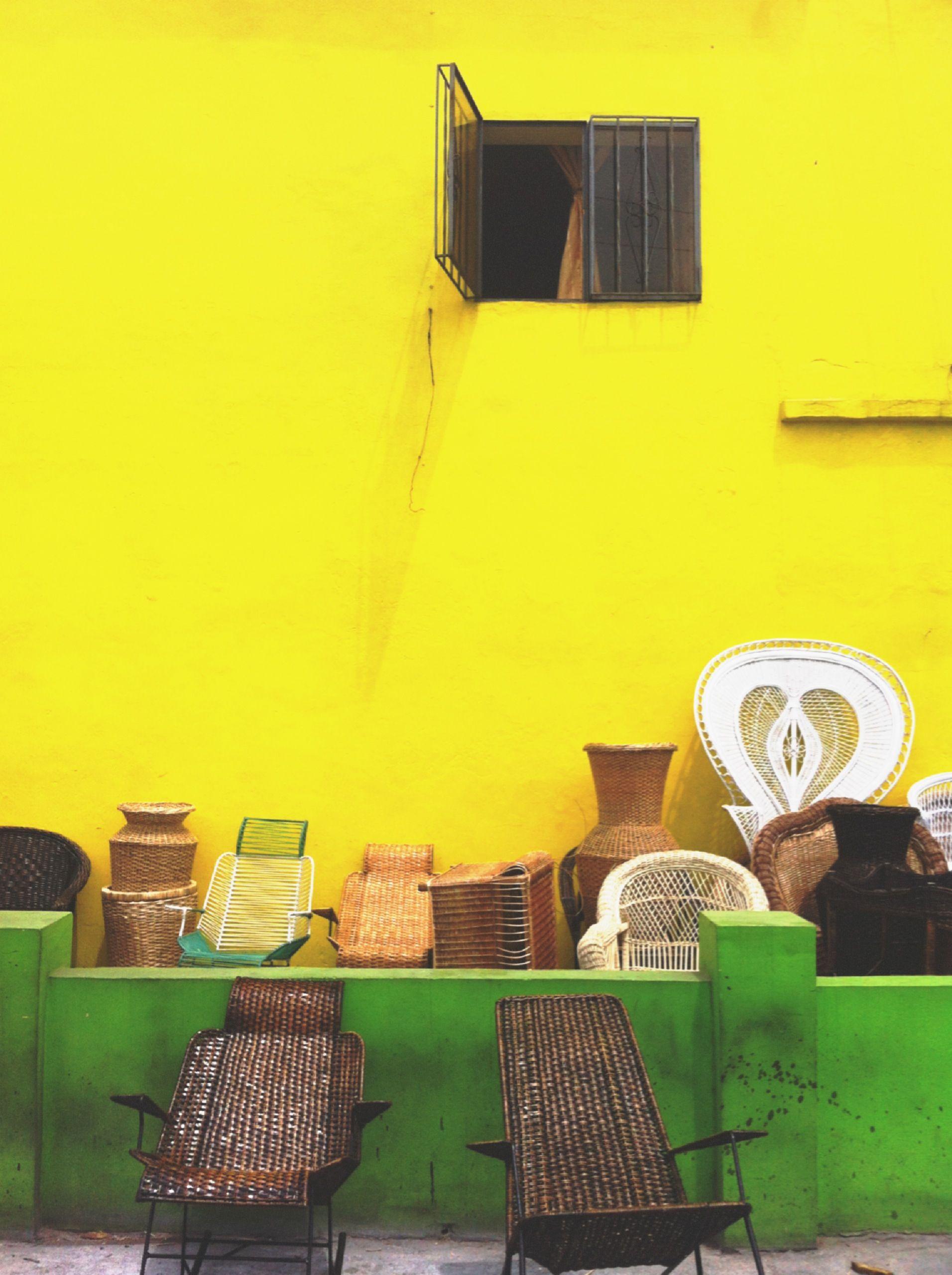 Anversos 1: Retrato de una ciudad que se teje con sudor y lágrimas, bebiendo muchas tazas de guarapo.