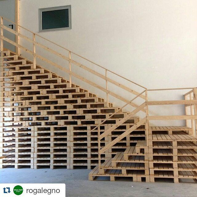 William S Woodworks Wood Stairs: #repost @rogalegno . #pallet #stairs