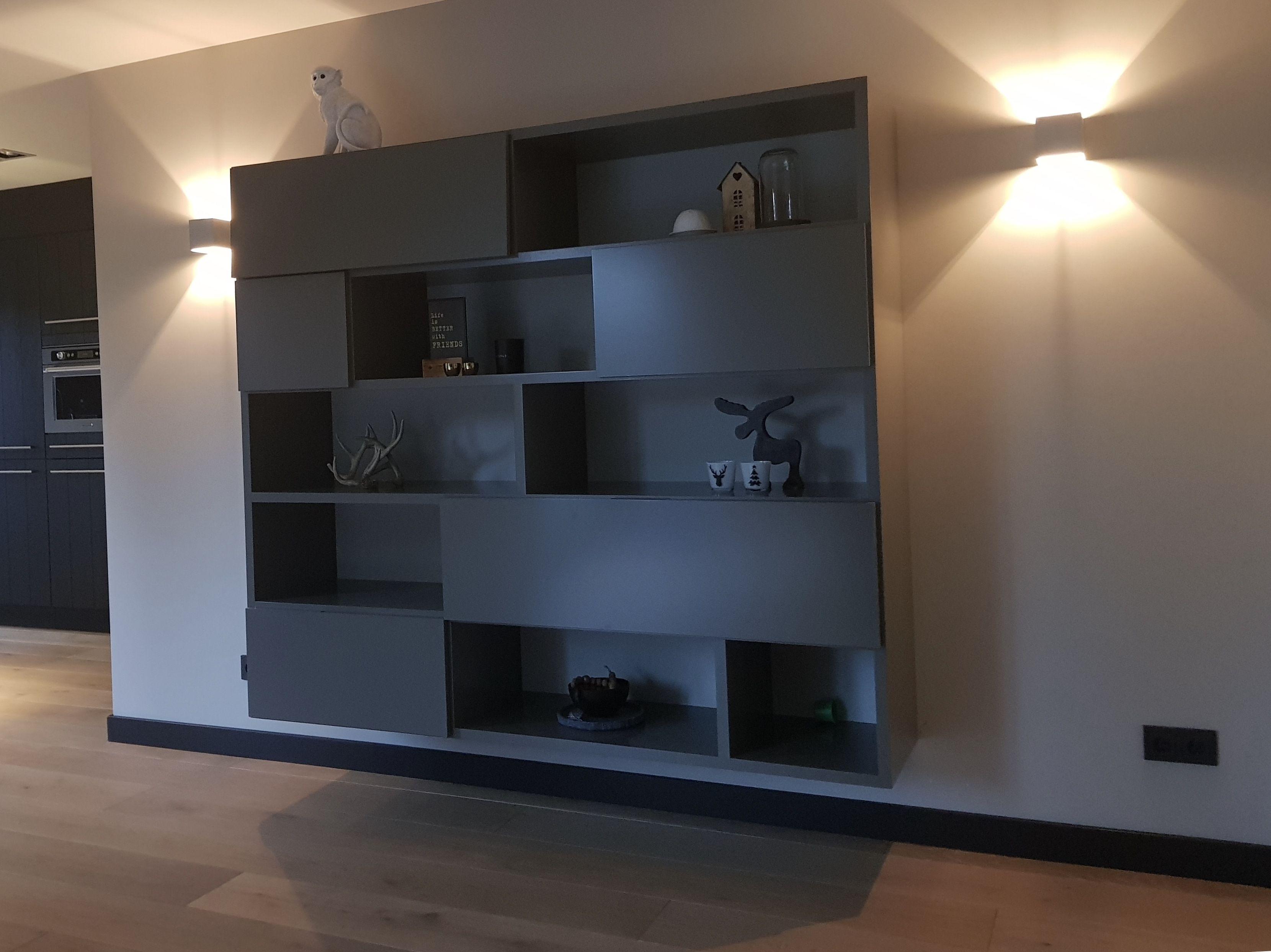 Dichte Tv Kast : Zwevende vakkenkast met open schappen voor mooie spullen uit te