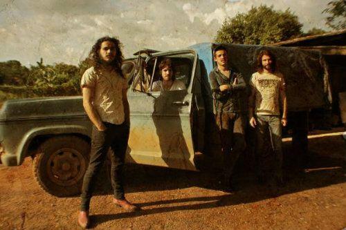 """""""No Dust Stuck on You"""" está disponível no site da banda junto com os outros discos lançados, """"Big Deal"""" e """"Life is a Big Holiday""""."""