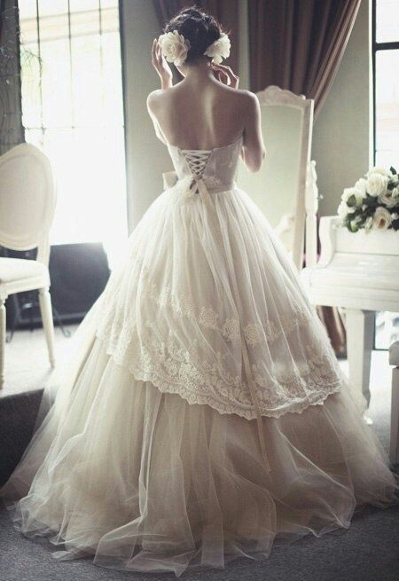 49c0f417ed Beautiful old fashioned wedding dress