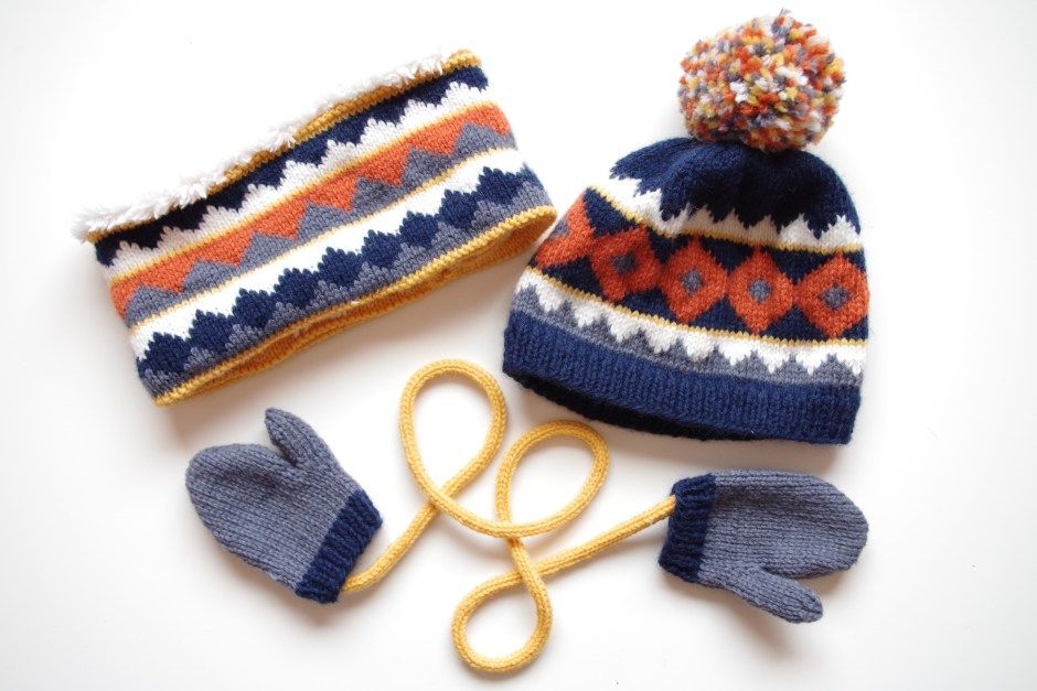 8028e07750a9 Ensemble bonnet snood gant jacquard   tricot couture pour enfant et ...