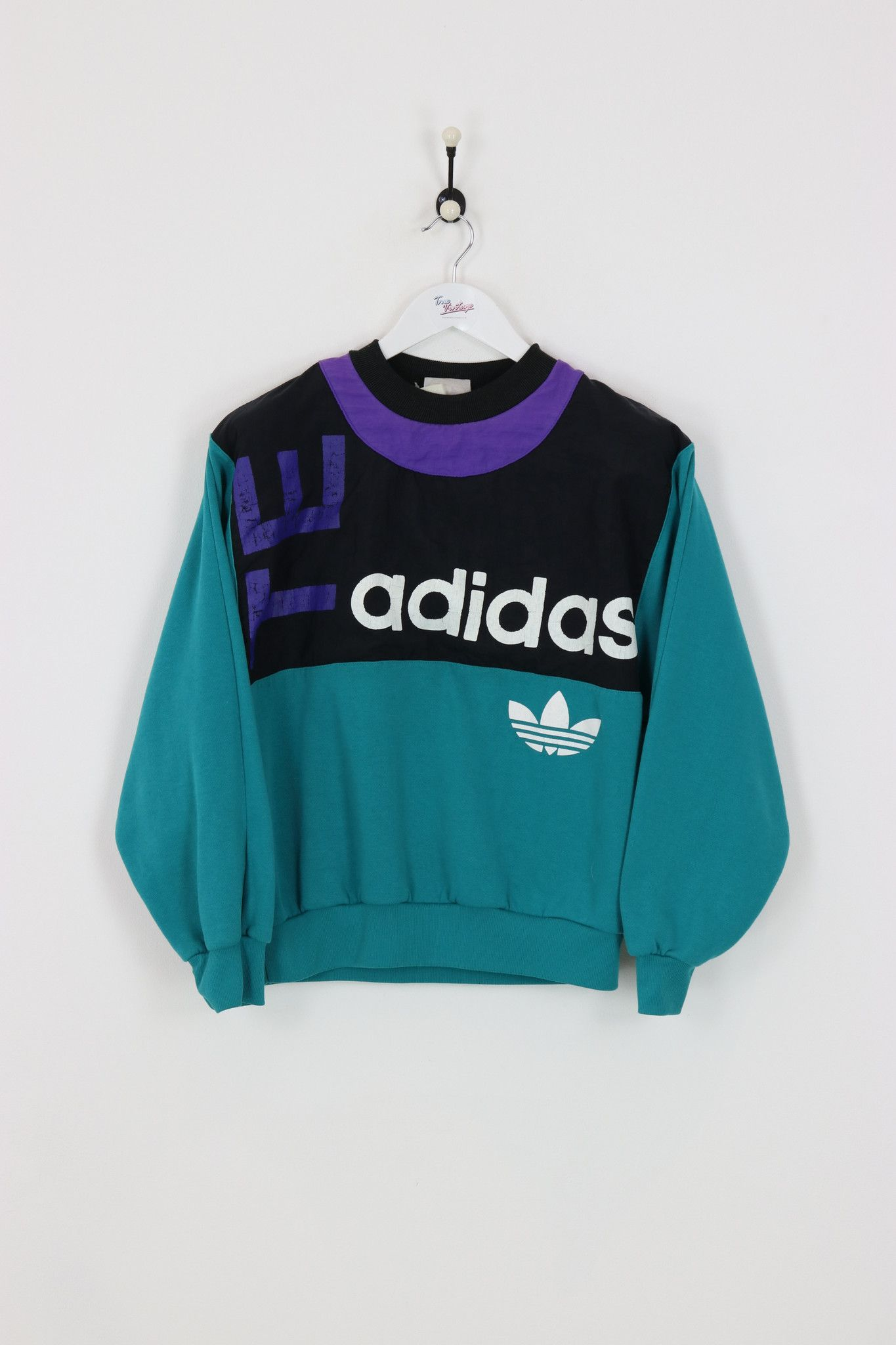 Very good condition, vintage Adidas sweatshirt. Measurements