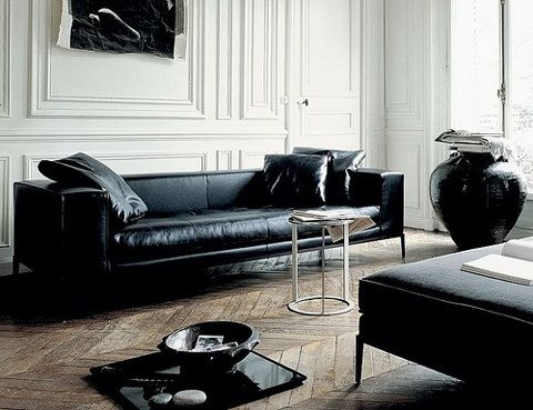 Traditional Living Room With Black Sofa