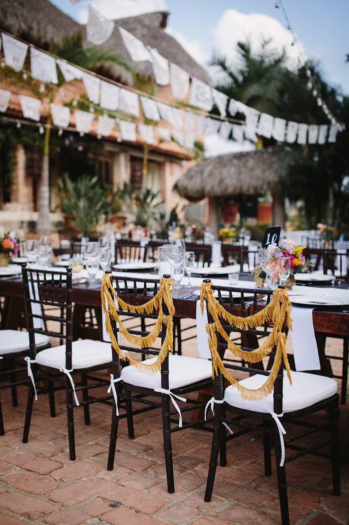 Bride and groom wedding chairs | fabmood.com