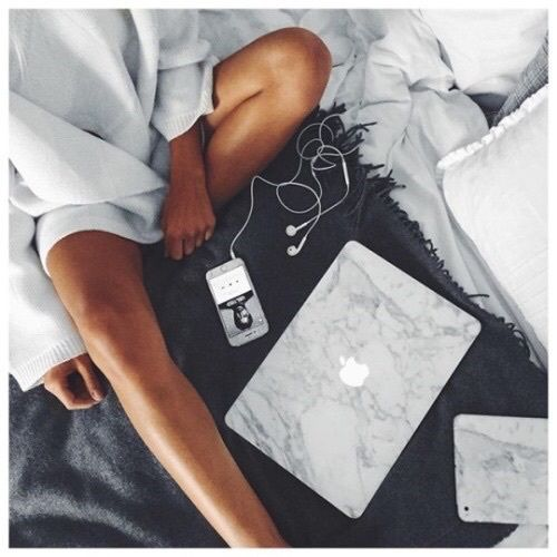 Lifestyle image. Girl with phone, Apple MAC, bed. Disclaimer: Not a stock photo and may be subject to copyright.  bed-black-christmas-computer-Favim.com-3818755.jpg (500×500)