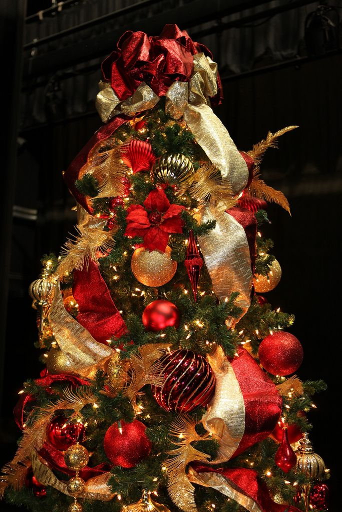 Red and gold 9ft christmas tree 9ft christmas tree for Red and gold christmas tree