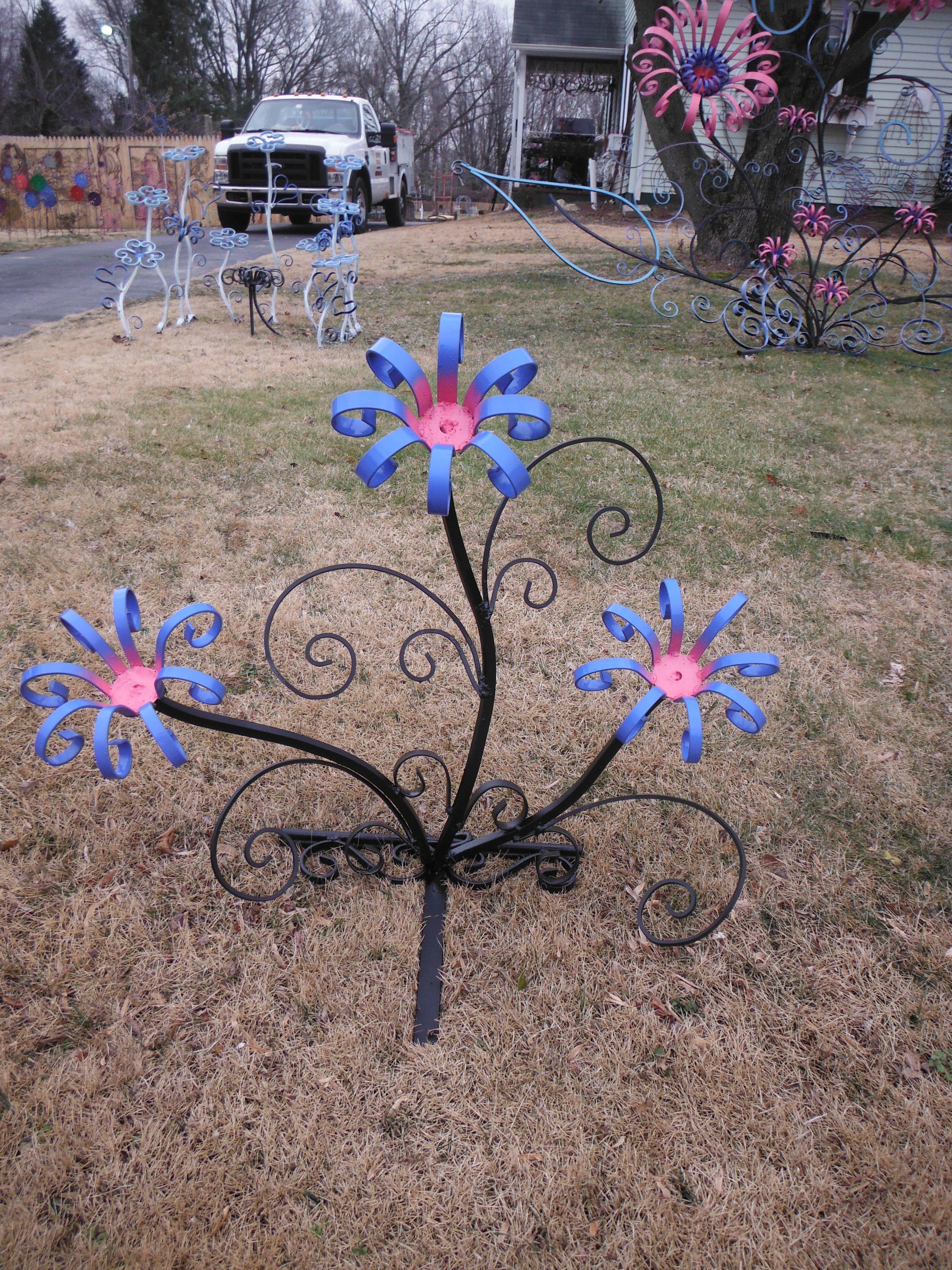 steel flower sculpture | Metal garden art, Metal art ...