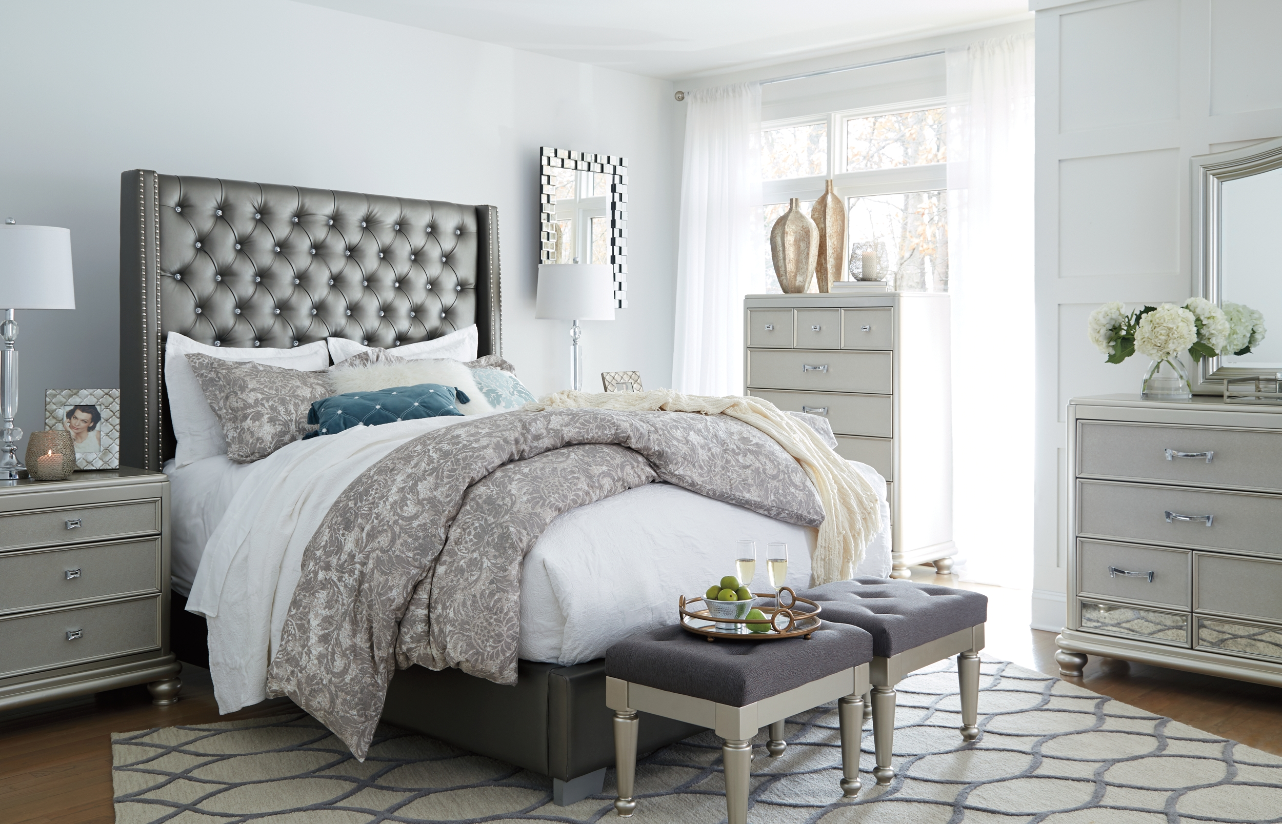 Best Coralayne California King Upholstered Bed Gray 640 x 480