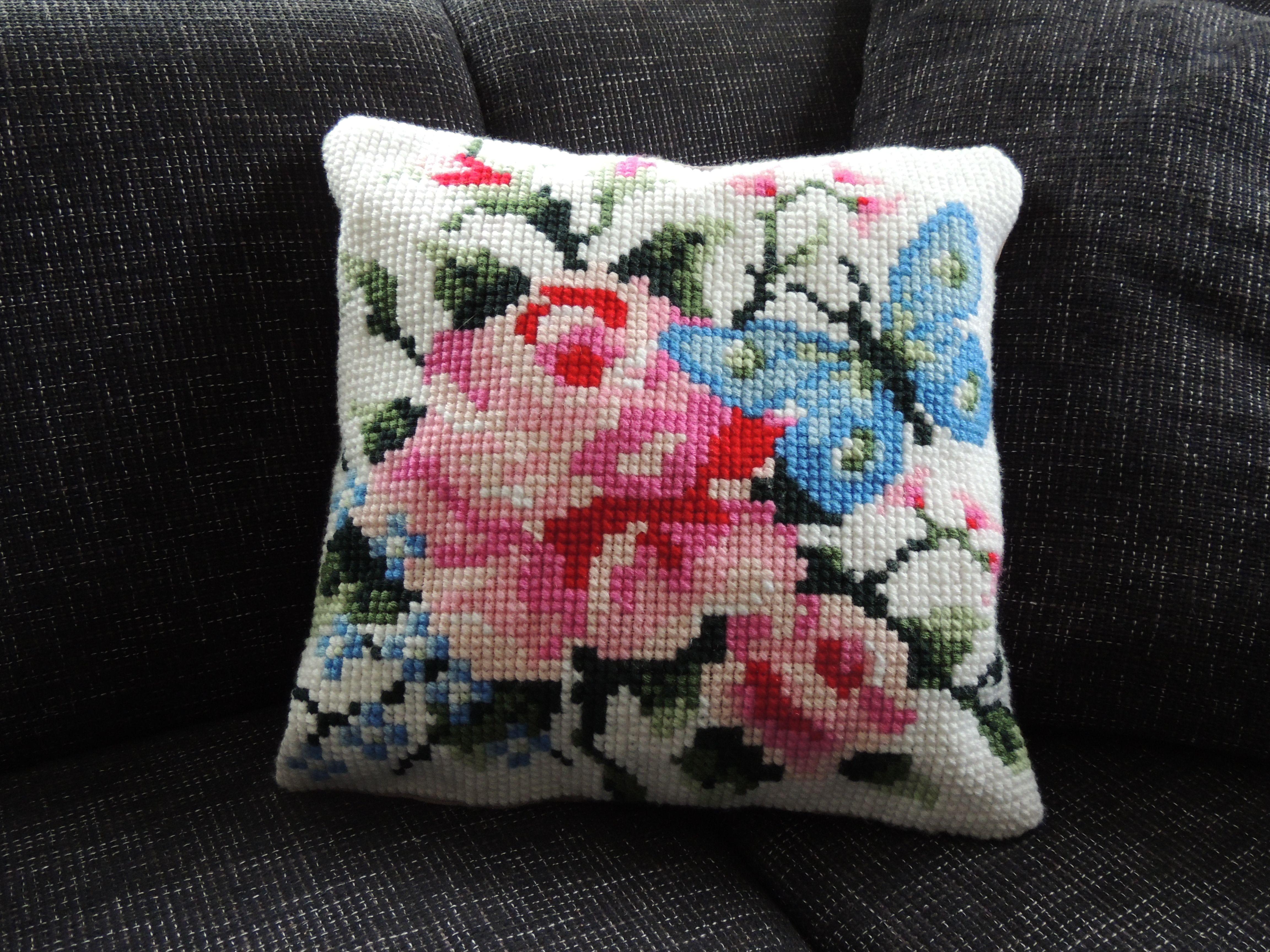 Cross-stitch pillow Eline's Huis