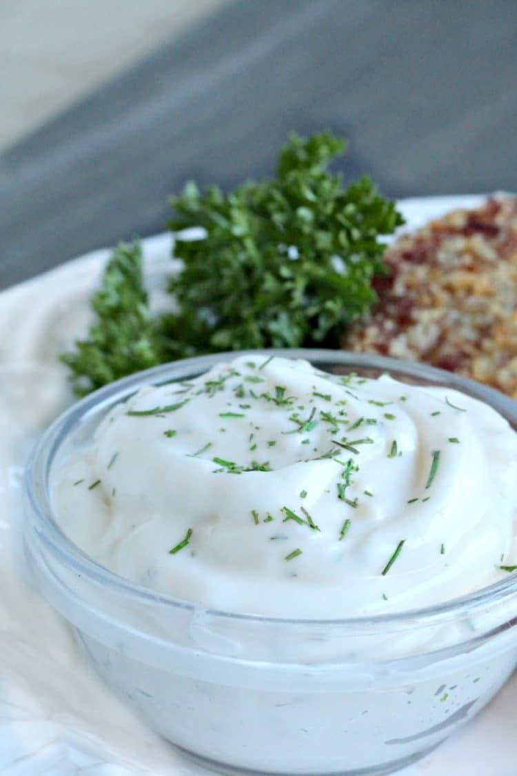 Making Delicious Garlic Dill Aioli A Creamy Mix Of Mayonnaise Sour Cream Garlic And Dill Only Takes A Few Minutes A Lemon Juice Recipes Recipes Aioli Recipe