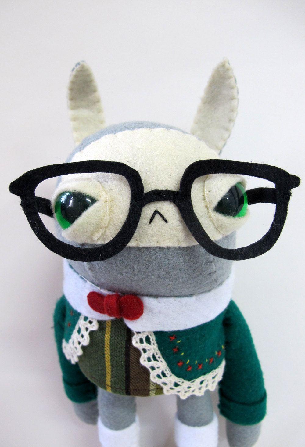 너무 귀엽다! 90달러가 아니라면 진지하게 구매를 고려했을 지도.... etsy에서 판매중이라는데. 우와... 구엽네.. 그자쉭.   =============================  Cat Rabbit Plush - Folksy Nerd Rabbit - Made to Order. $90.00, via Etsy.