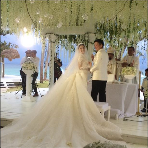 ad5bf75297e Check Out Heart Evangelista s Wedding Gown! 4