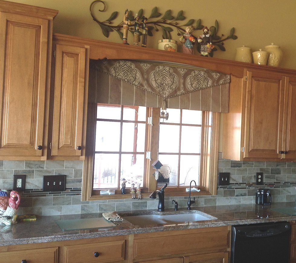 Kitchen Without Window: Love This Envelope-style Valance Over The Kitchen Sink
