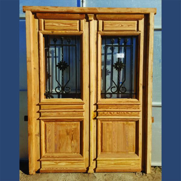 Puerta de entrada cod 2702 puerta para frente de madera for Puertas de madera y hierro antiguas