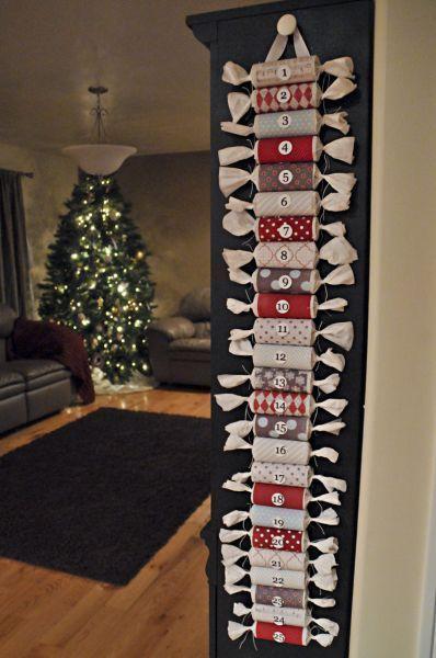 Christmas Advent Calendar Ideas DIY Toilet Paper Roll Advent Calendar - tie the ends so that no peeking ensues!DIY Toilet Paper Roll Advent Calendar - tie the ends so that no peeking ensues!