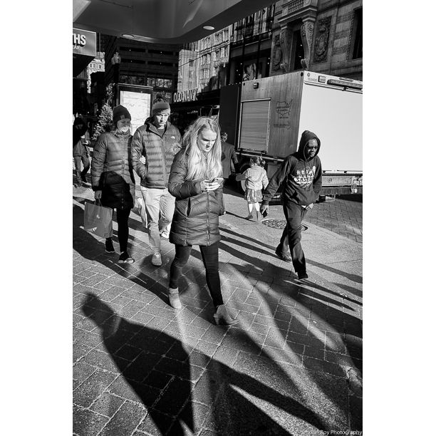 DOWNTOWN CROSSING 12/24/19 #streetphotography #blackandwhite #streetphoto_bw #Moment #StreetShot #StreetView #LensCultureStreets #moment #MoodyPortraits #urbanshot #StoryOfTheStreet #streetleaks #streetlensmag #BOSTON #DOWNTOWNCROSSING #DOWNTOWN