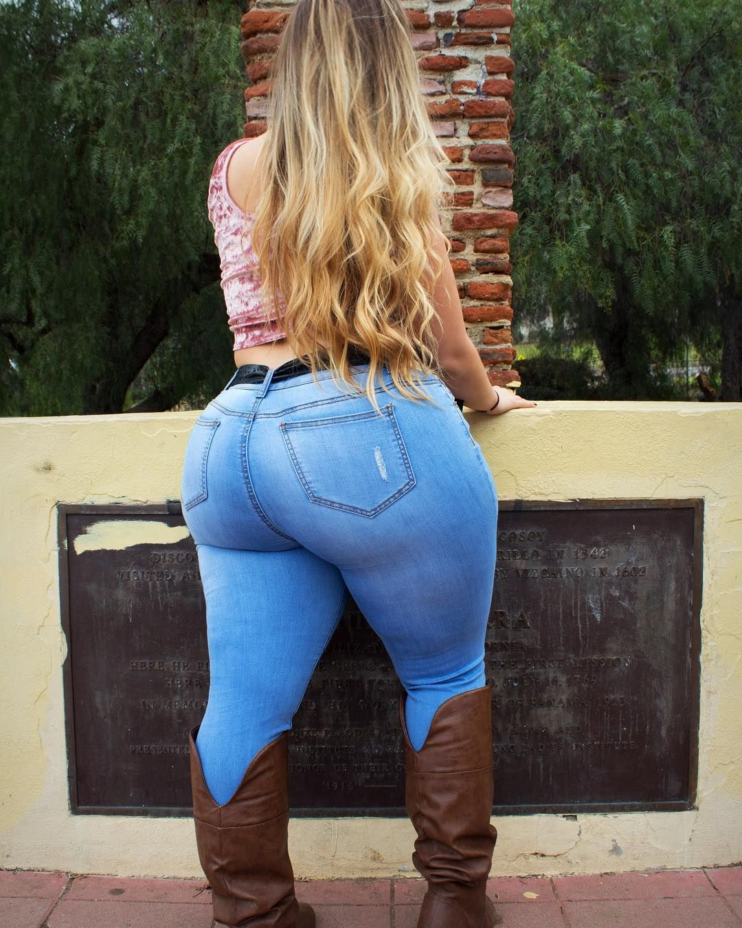 Blonde milf pawg in jeans