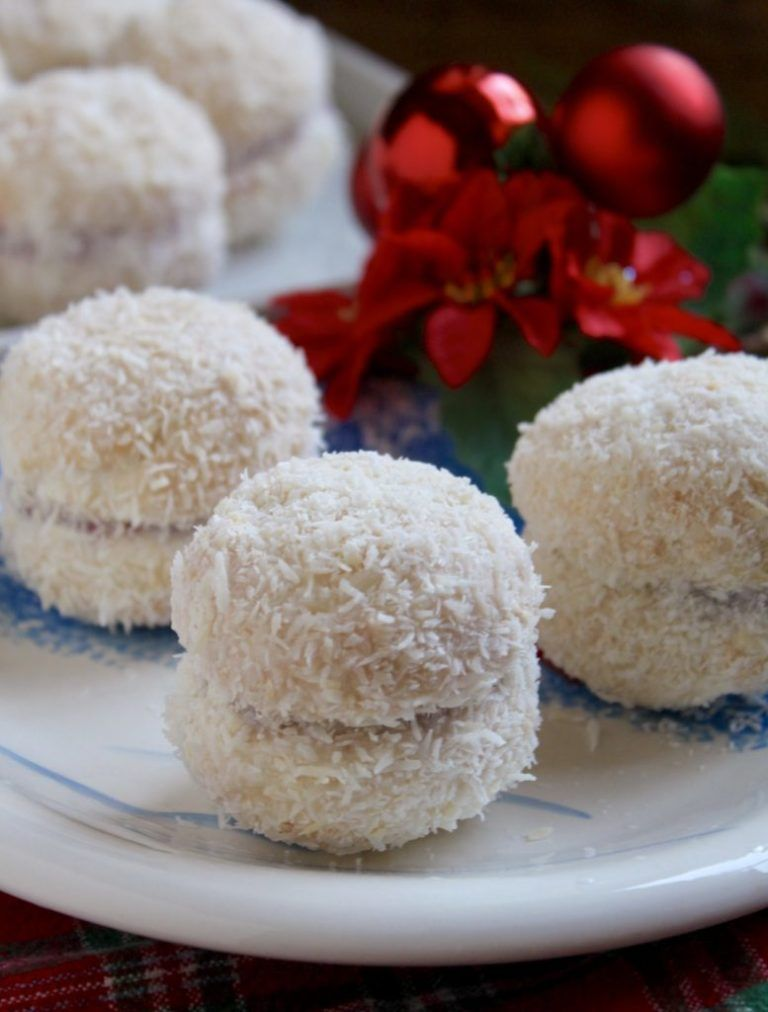 Delicious Snowball Themed Treat Recipes For Christmas Dessert