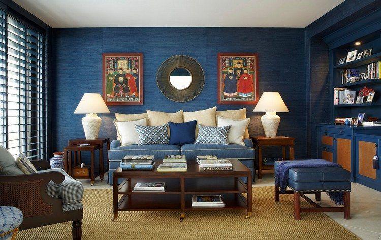 Salon Cosy Avec Peinture Bleu Roi Canape Droit Table En Bois