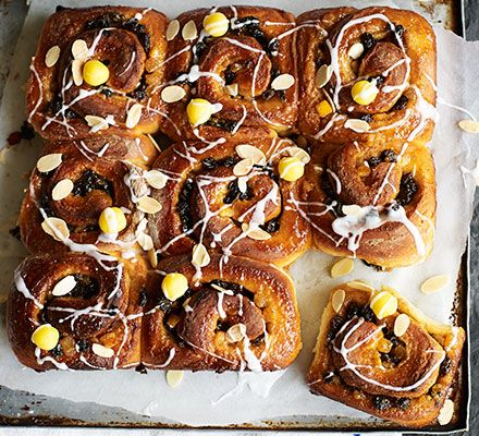 Simnel share 'n' tear buns | Recipe (With images) | Simnel ...
