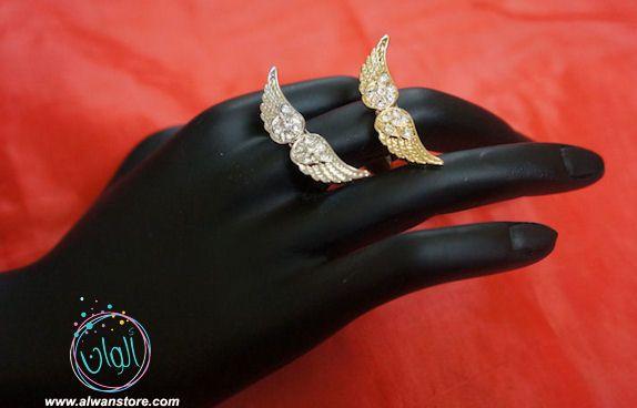 خاتم الجناحين الشهير مرصع بالكريستال متوفر باللون الذهبي والفضي صناعة كورية السعر 35 ريال سعودي Ring Bracelet Rings Class Ring