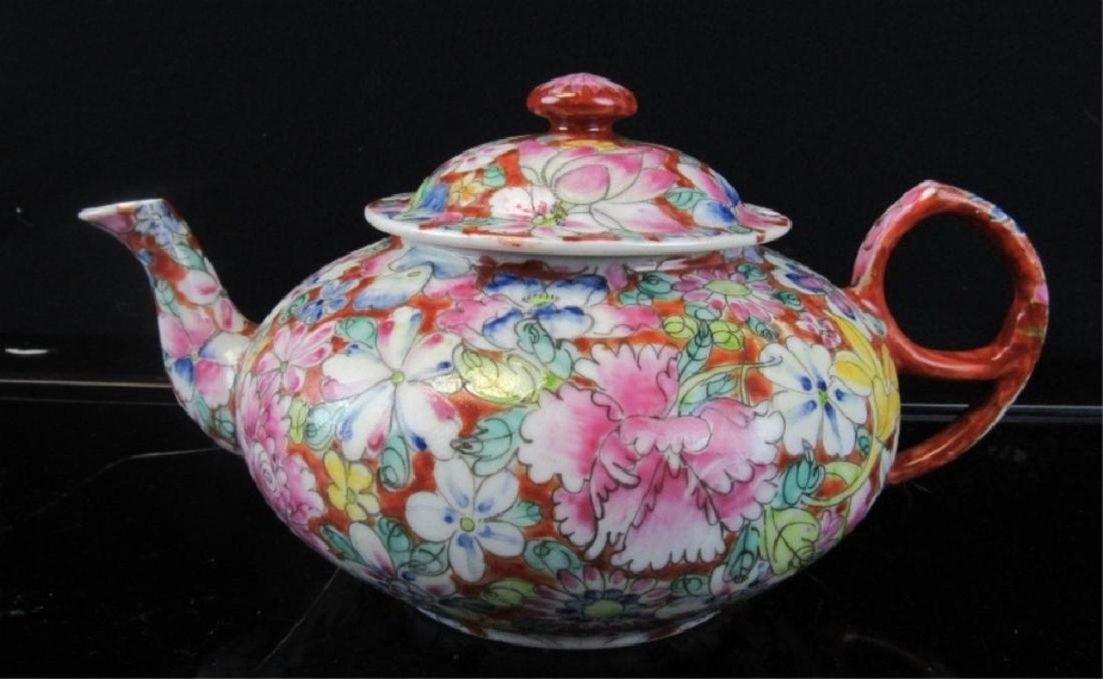 Beautiful Teapot Aqing Dynasty Enameled Porcelain Teapot On Tea Time