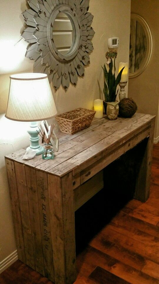 Diy Pallet Entry Table Entryway Entry Tables Floating