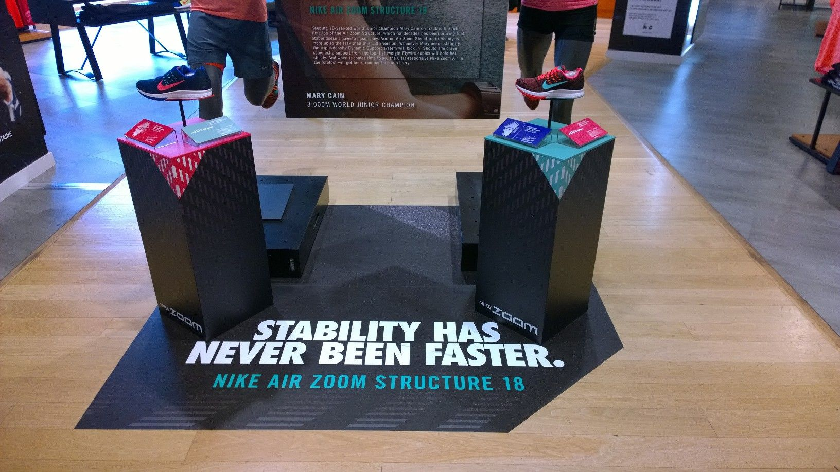 Nike Zoom Structure 18 retail plinth display sports shoe