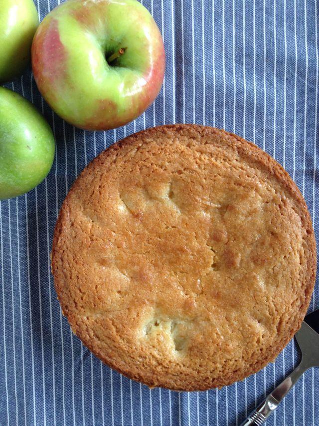 Recipe rhubarb apple cake