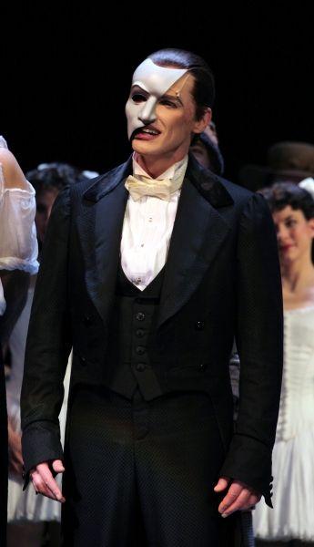 Photo Coverage The Phantom Of The Opera Celebrates 25th Anniversary Curtain Call Phantom Of The Opera Phantom Opera Ghost