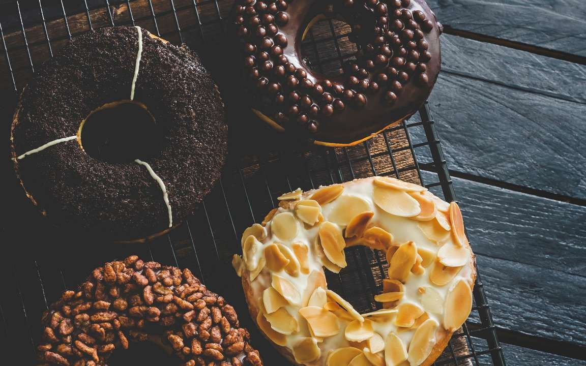 Download Wallpaper 3840x2400 Donuts Sweets Pastries Icing Tea 4k Ultra Hd 16 10 Hd Background Donuts Wallpaper Pastry Photography Sweets
