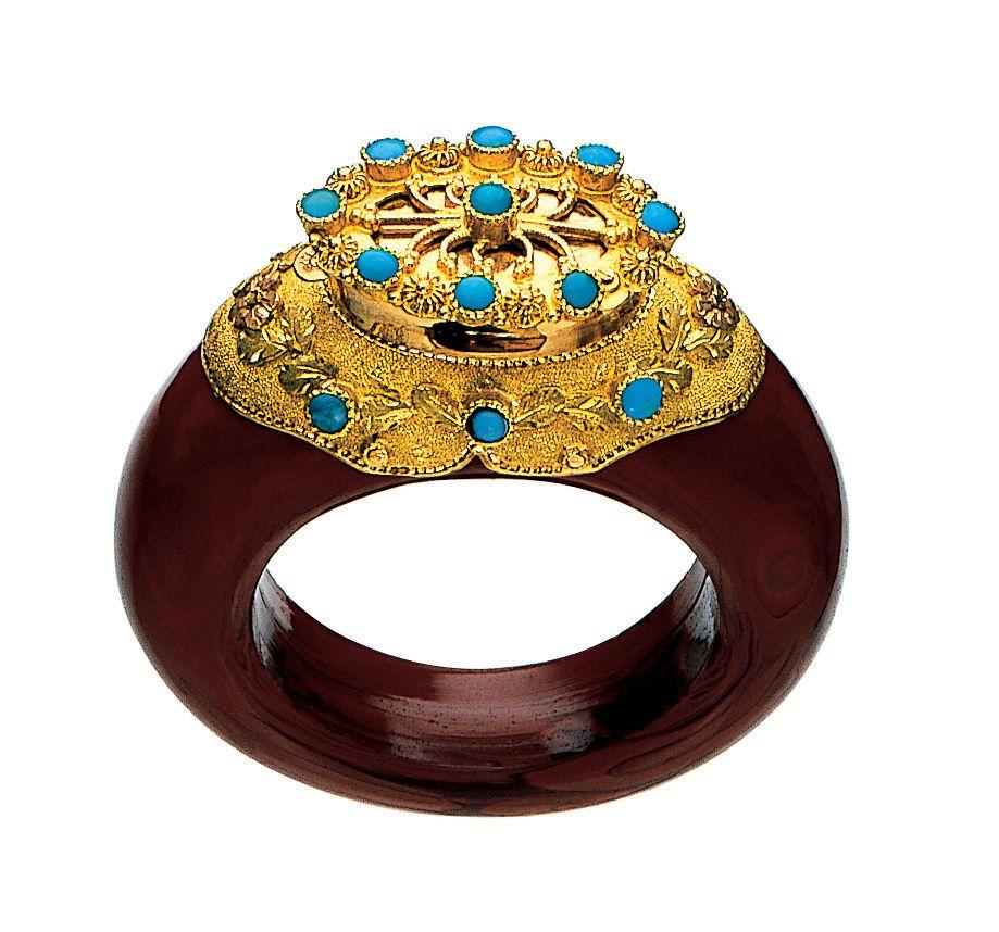 Bague à Parfum, or et turquoise, Allemagne 1830 - Fragonard PARFUMEUR #Bague #Parfum #Fragonard #musée Perfume ring, gold and turquoise, Germany, 1830. #Ring #Perfume #Fragonard #museum