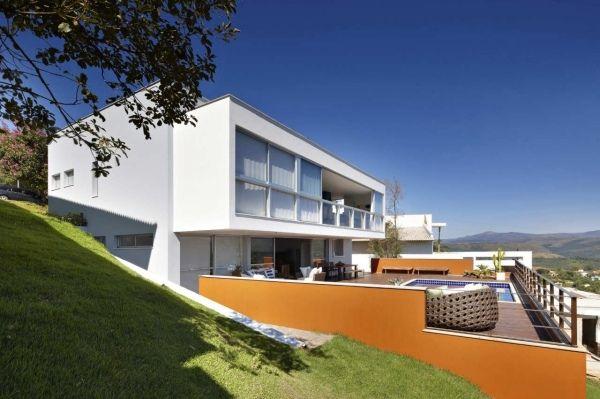 Haus Bauen Am Hang haus hanglage bauen pool terrasse licht nutzen ausblicke häuser