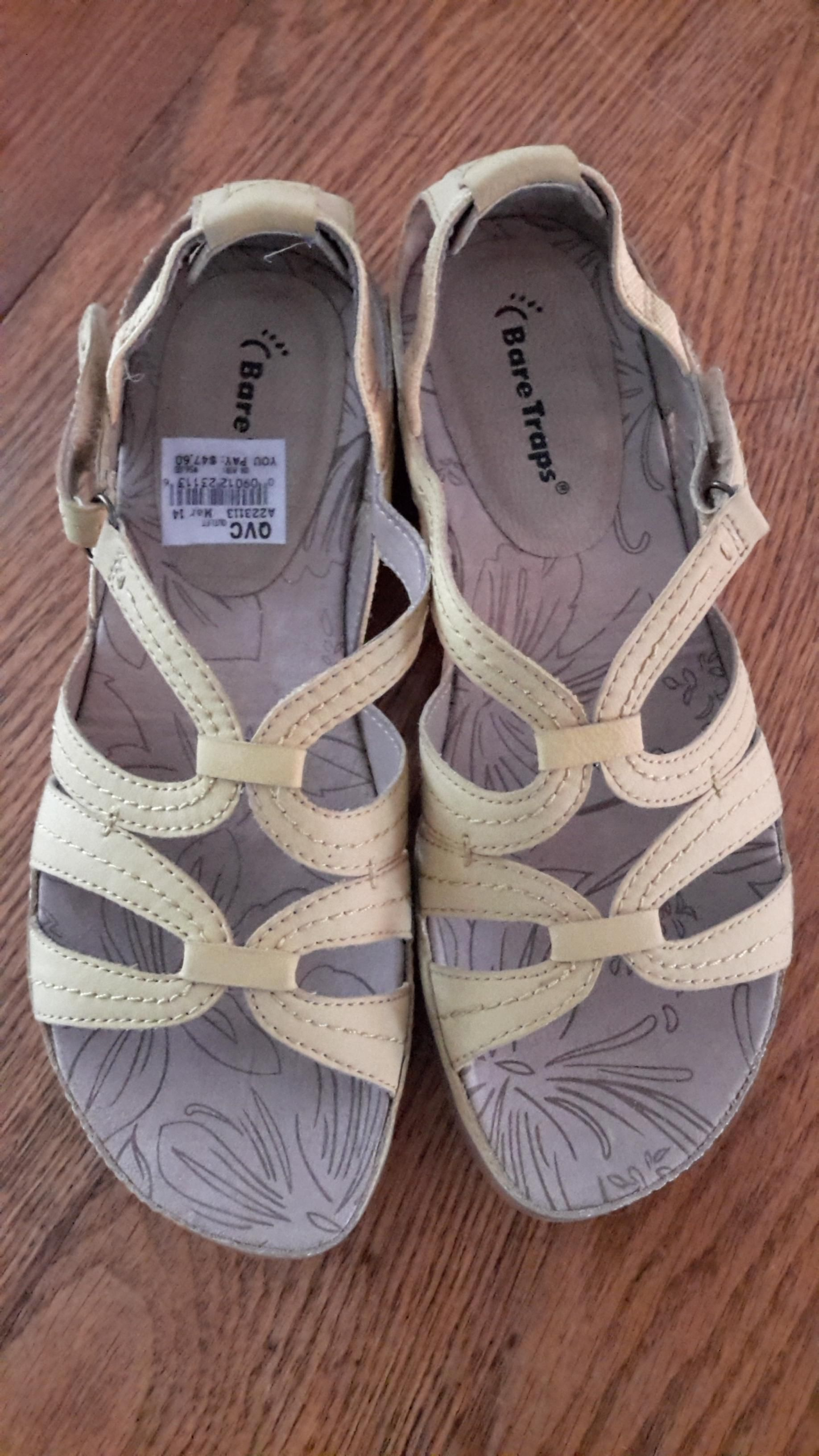 Bare Traps Daphne Yellow Sandals. Get the must-have sandals of this season! These Bare Traps Daphne Yellow Sandals are a top 10 member favorite on Tradesy. Save on yours before they're sold out!