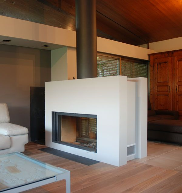 chemin e moderne avec un foyer stuv 21 125 double face. Black Bedroom Furniture Sets. Home Design Ideas