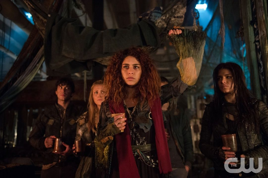 The 100 Red Sky At Morning Imagea A Hu314b 0197 Pictured L R Bob Morley As Bellamy Eliza Taylor Red Sky At Morning The 100 Luna The 100 Season 3