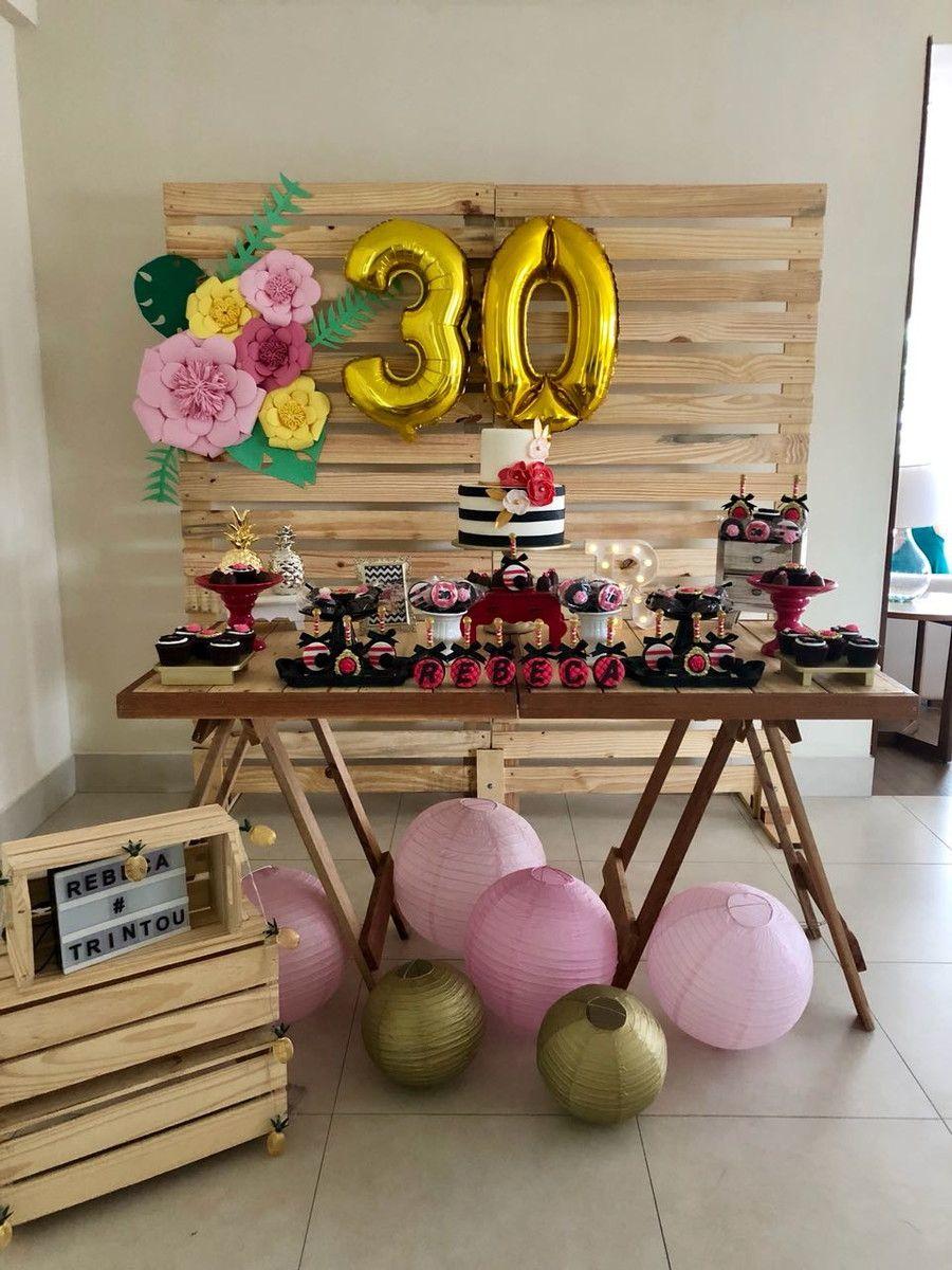 f5ca0e596 Decoração Festa 30 anos Pink e Preto - Locação (Apenas doces não estão  incluso) Incluso: Móveis, Louças, Balões, Flores, Bolo Fake e Bolas de  Papel.