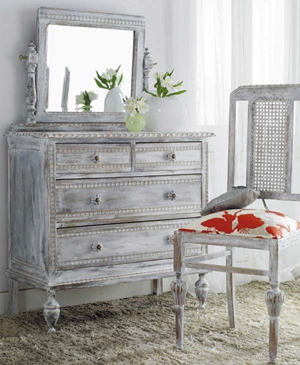 Cómo armar un tocador con muebles antiguos   Distressed dresser ...