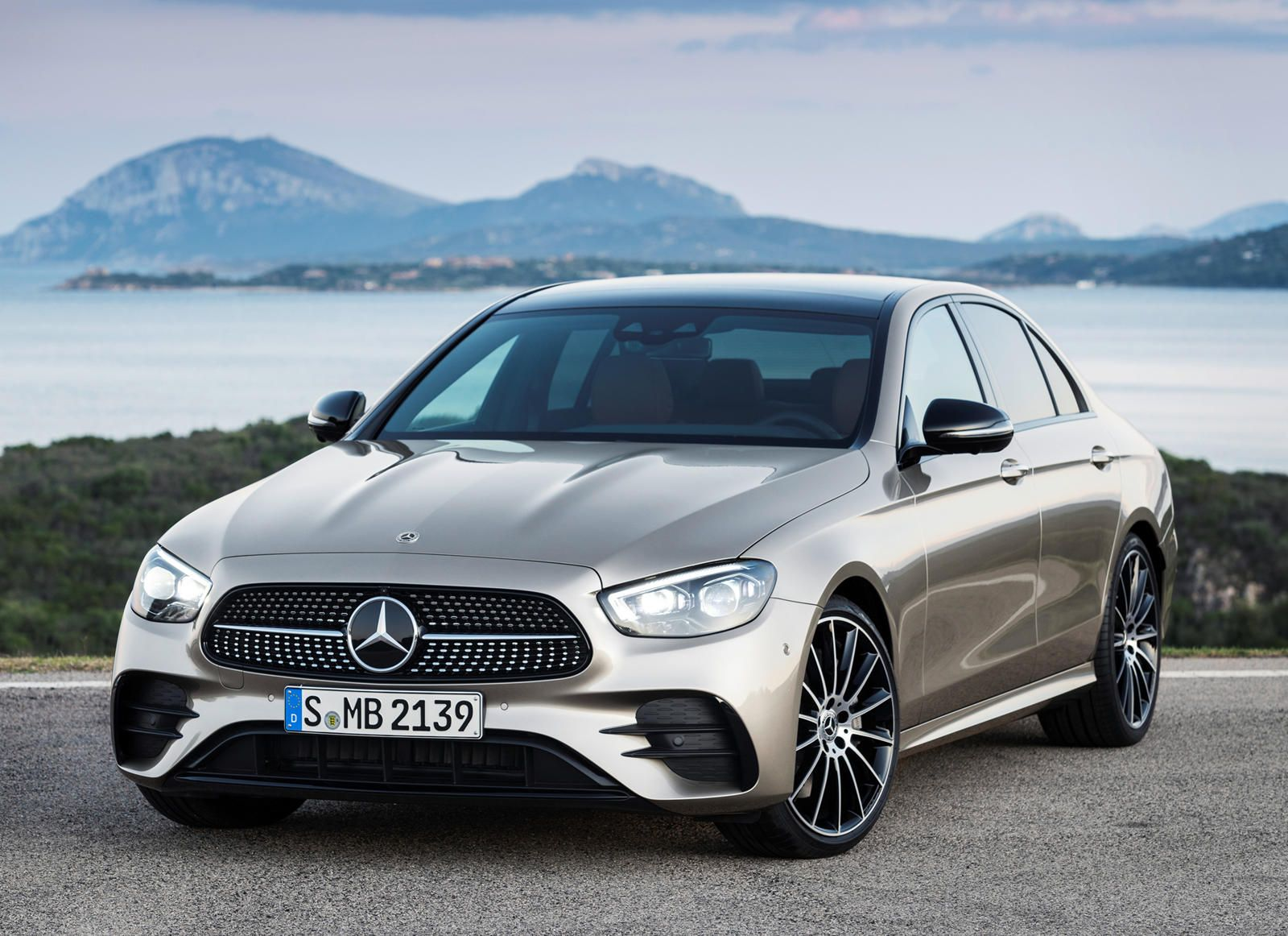 Mercedes Benz E Class Just Became Even More Comfortable New Feature Will Be Most Welcome To Drivers With Back Problems Benz E Class Benz E Mercedes E Class