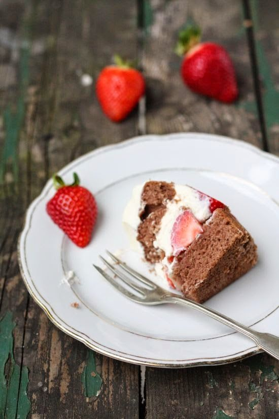 HerzStück: Erdbeer-Milchschnitte-Torte