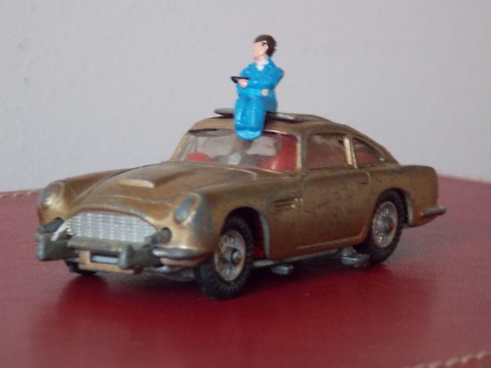 Ad Corgi James Bond Aston Martin 261 Vintage Model With Baddie