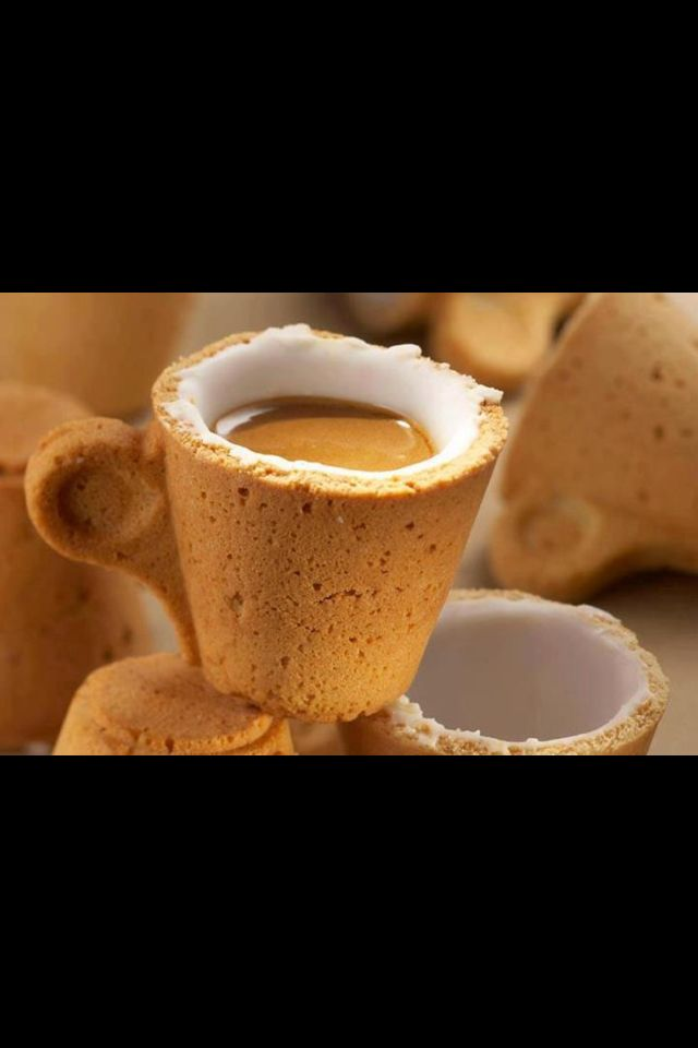 Edible coffee and tea cups designed by Sardi for Italian