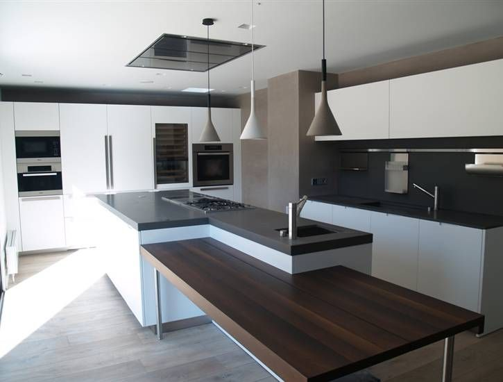 boffi kitchen with white lacquer, grey countertop, wood seating, Innenarchitektur ideen