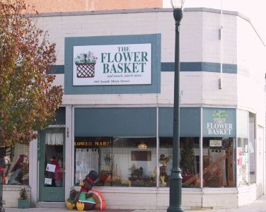 The Flower Basket Located On Main Street In Downtown Bowling Green Bowlinggreen Ohio Flower Basket Discoverohio Shop Shopping Bowling Green Ohio Alton